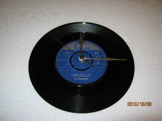 "The Mindbenders - ""A Groovy Kind Of Love"" 7"" Vinyl Record Wall Clock"