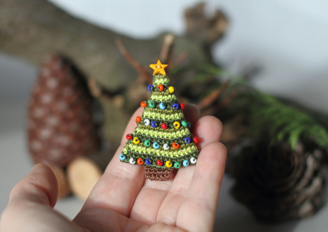 Christmas tree brooch, miniature crochet fancy Christmas gift