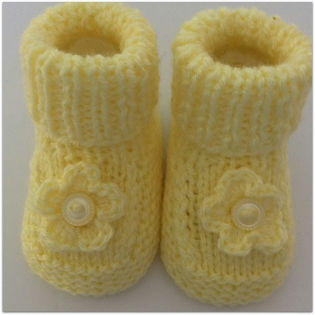 Baby Booties in lemon with flower decoration