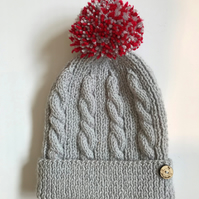 Kid's bobble hat with pompom to fit 4 - 7 years