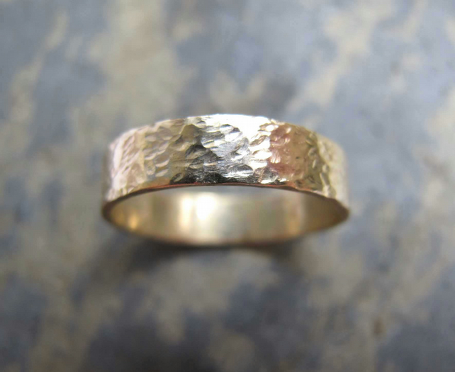 Men's textured gold wedding band