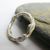 Men's textured silver ring