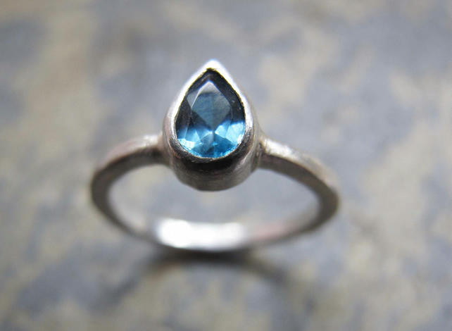 Stering silver ring with pear shaped topaz