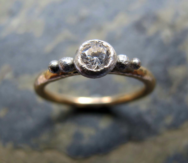 Engagement ring - 9ct gold