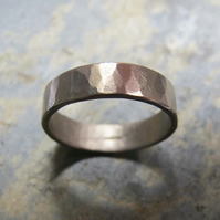 Men's hammered white gold wedding band