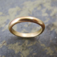 Men's 9ct yellow gold band ring.