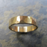 Men's hammered yellow gold wedding band
