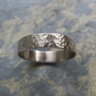 Men's hammered white gold wedding band ring