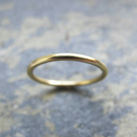 Dainty gold wedding ring