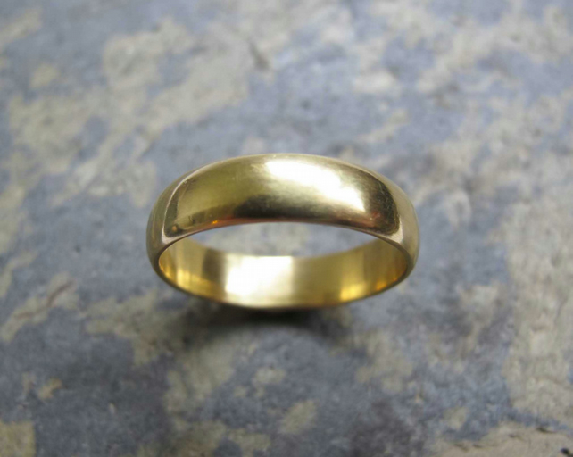 Men's wide yellow gold D shape band ring.