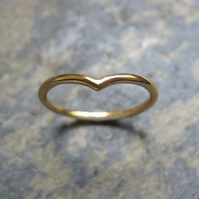 chevron shaped gold band ring
