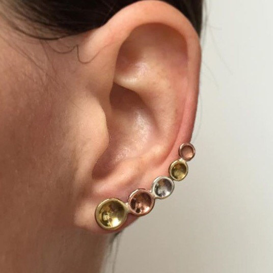 Dotty ear crawler with stud