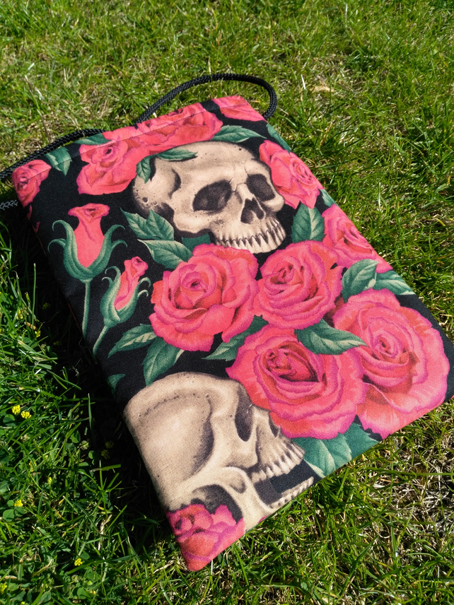 Small Skull and Roses Shoulder Strap Bag