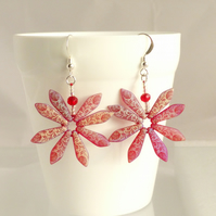 Red Daisy Earrings with Flower and Leaf Pattern