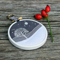 Winter Landscape: Tree and Snow - Embroidery - Textile Art - Hoop Art