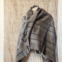 Shetland Wool Shoulder Snug – Small Neutral Blanket Throw