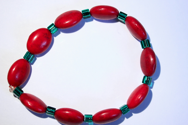 Christmas red and green stacking bracelet, Dyed red howlite and green beads