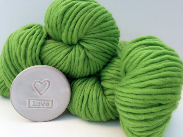Chunky Merino Yarn. 100g Green Super Chunky Ball of wool. 100% Luxury Merino