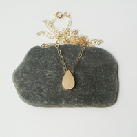 raindrop teardrop necklace in 9ct yellow gold
