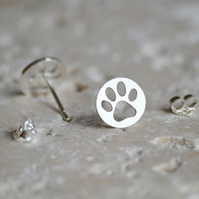 paw print earring studs in sterling silver, hollow pawprint