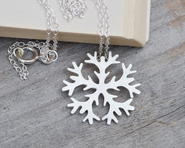 snowflake necklace in sterling silver, 2cm