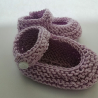 0-6 months hand knitted baby girl shoes in lilac