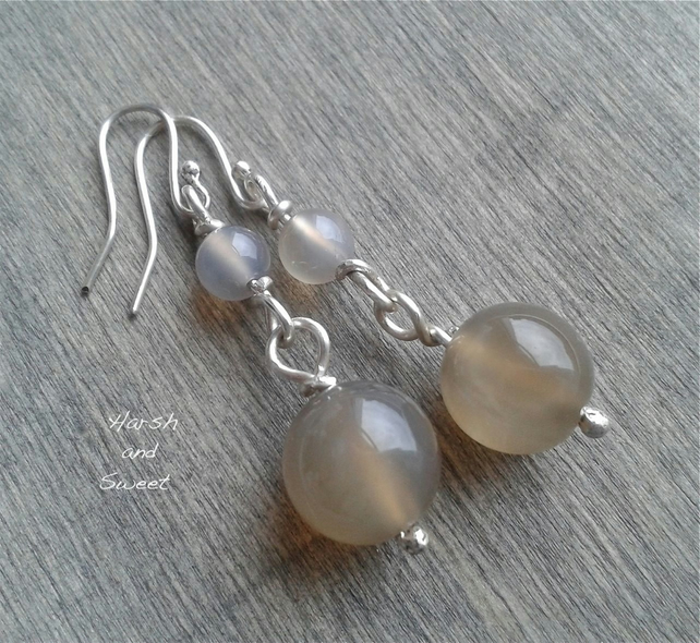 Traditional agate and silver dangle earrings