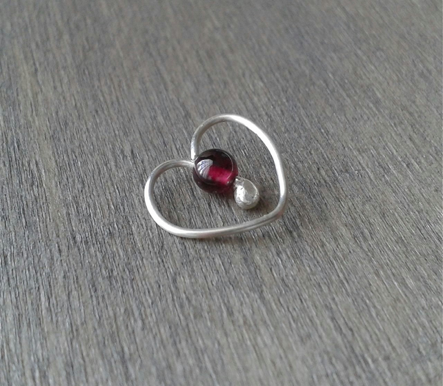 Heart-shaped daith hoop in sterling silver and garnet