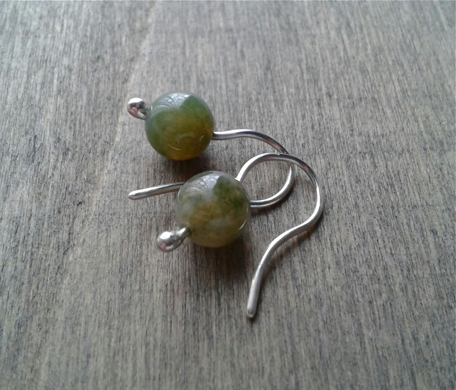 Small earrings in recycled sterling silver with mint green Indian agate