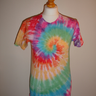 Tie dye fruit of the loom t-shirt in a rainbow spiral design