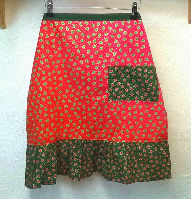 Christmas Apron in red and green, christmas tree pattern