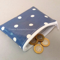Coin purse in navy blue with white spots