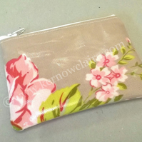 Coin purse in beige with pink flowers