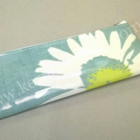 Pencil case in turquoise with daisy pattern