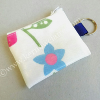 Mini coin purse in white with flowers, key ring