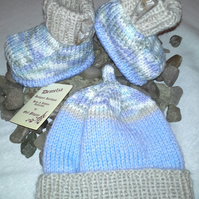 Baby Boys  Hat & Booties Set    0-6 months size