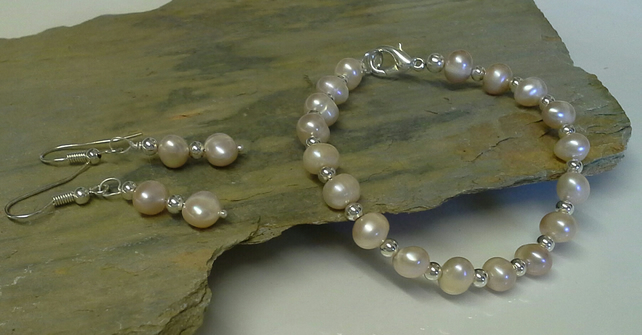 Quality Cream Freshwater Pearl Bracelet & Earings Set 925 Sterling Silver Plate