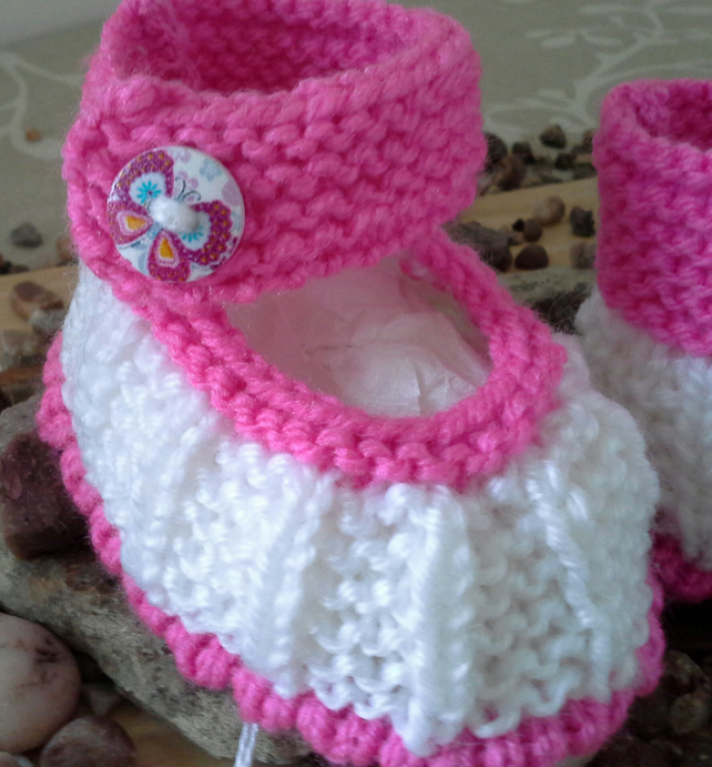 Baby Girl's 0-6 months hand knitted baby shoes