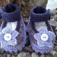 Baby Girls Hand knitted Flower Shoes 0-6 months