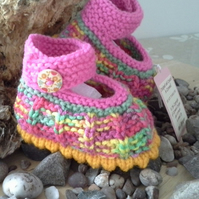 Baby Girl's hand knitted Baby Shoes 0-6 months