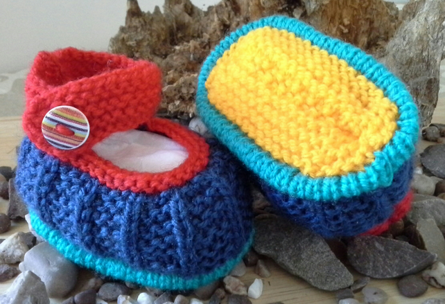 Unisex Hand Knitted Baby Shoes 0-3 Months