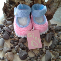 Baby Girls Hand Knitted Shoes 0-6 months