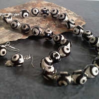 Black & Cream Treated Print Agate Necklace & Earrings  Silver Plated