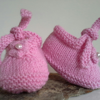 Baby Girl's Hand Knitted Shoes 0-6 months With 75% wool  0-6 months size