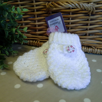 Baby  Girls Knitted Mittens  6 -12 months size