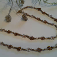 Fancy Sparkly Daisy Seed Bead Chain Necklace Gold Finish