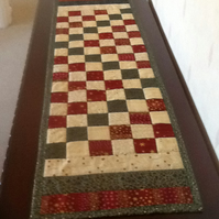 Reversible quilted patchwork table runner
