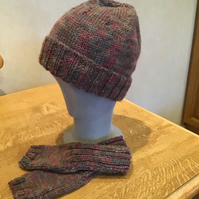 Beanie hat with brim and fingerless mits