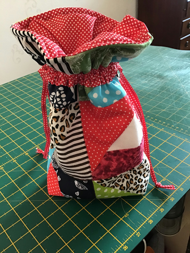 Multicoloured padded drawstring bag