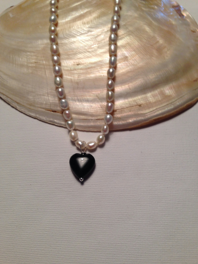 Natural cultured pearl and obsidian necklace